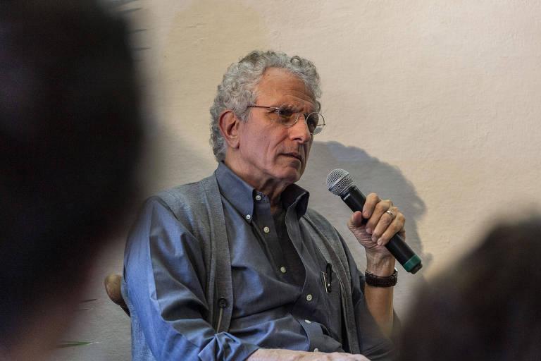 """Mesa """"Literatura e psicanálise"""" com Contardo Calligaris teve mediação de AndréŽ Araújo, na Casa TAG"""