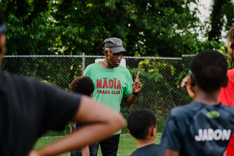 Allie treina crianças, algumas de até seis anos, em Nadia, um clube de Pittsburgh. Ele diz que trabalhar com elas o ajudou a se manter jovem
