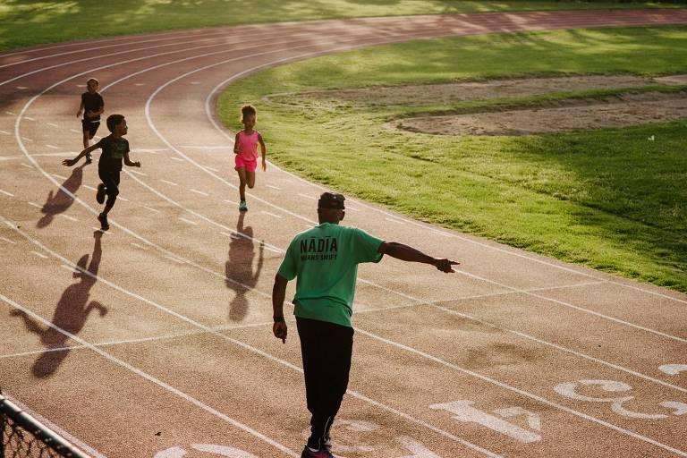 Se Allie falta a um treinamento pela manha, ele às vezes irá correr com seu time de jovens