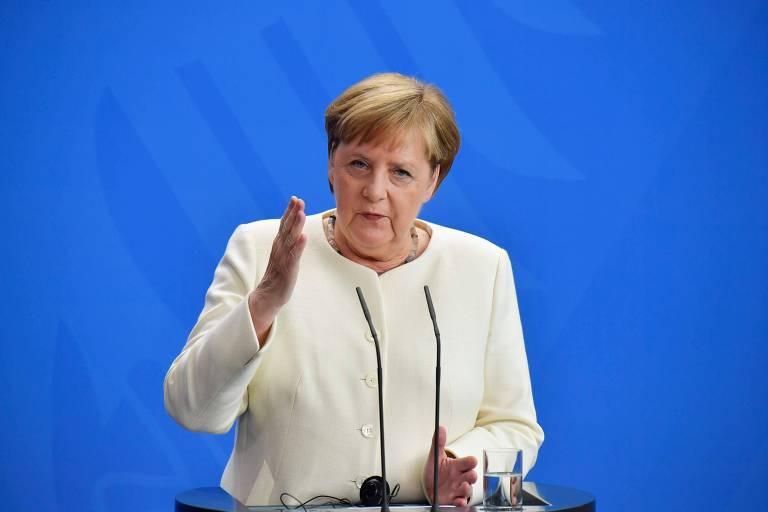 Na foto, a chanceler alemã, Angela Merkel, discursa em Berlim