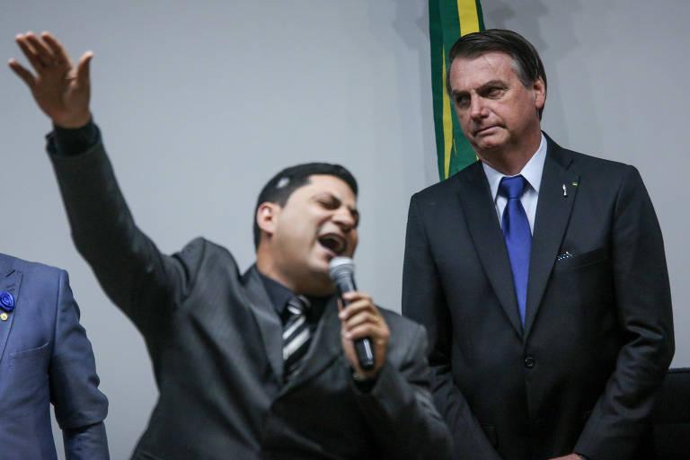 O presidente Jair Bolsonaro participa de culto da Frente Parlamentar Evangélica na Câmara dos Deputados