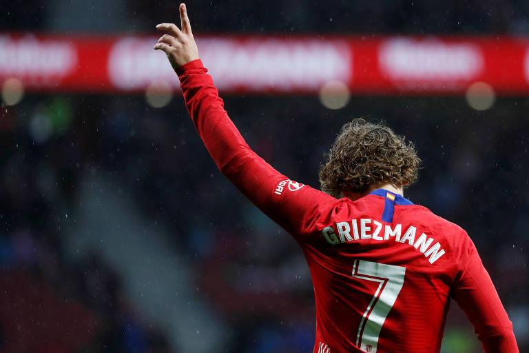 Griezmann comemora após marcar gol contra o Valência, pelo Atlético de Madri