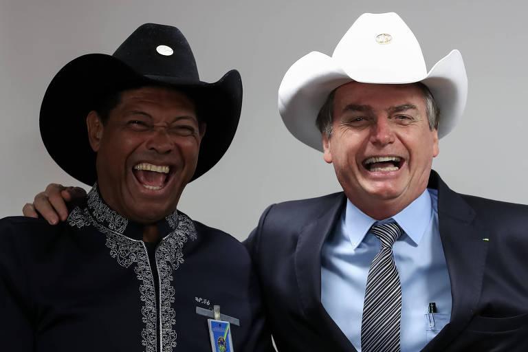O presidente Jair Bolsonaro sorri durante encontro com o apóstolo Valdemiro Santiago nesta sexta (12)