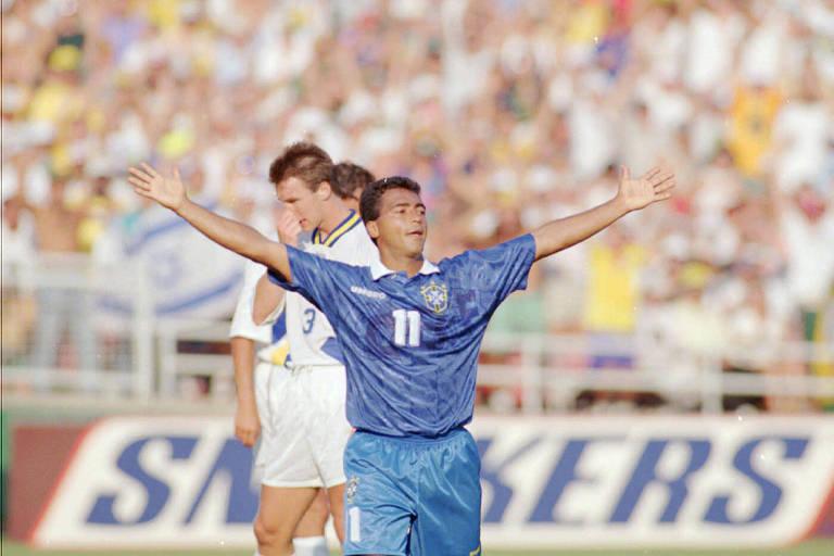 Romário celebra o gol da vitória por 1 a 0 sobre a Suécia na semifinal da Copa