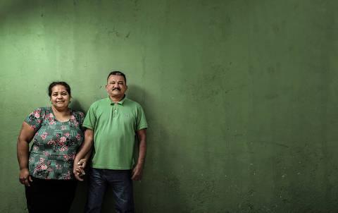 SÃO PAULO / SÃO PAULO / BRASIL -11 /07/19 - :00h - Adelina Santana, 43 e Raimundo Nonato do Nascimento, 48, que fez tratamento para hanseníase e agora convive com as sequelas da doença.  ( Foto: Karime Xavier / Folhapress) . ***EXCLUSIVO***Ciência, Saúde e Equilíbrio