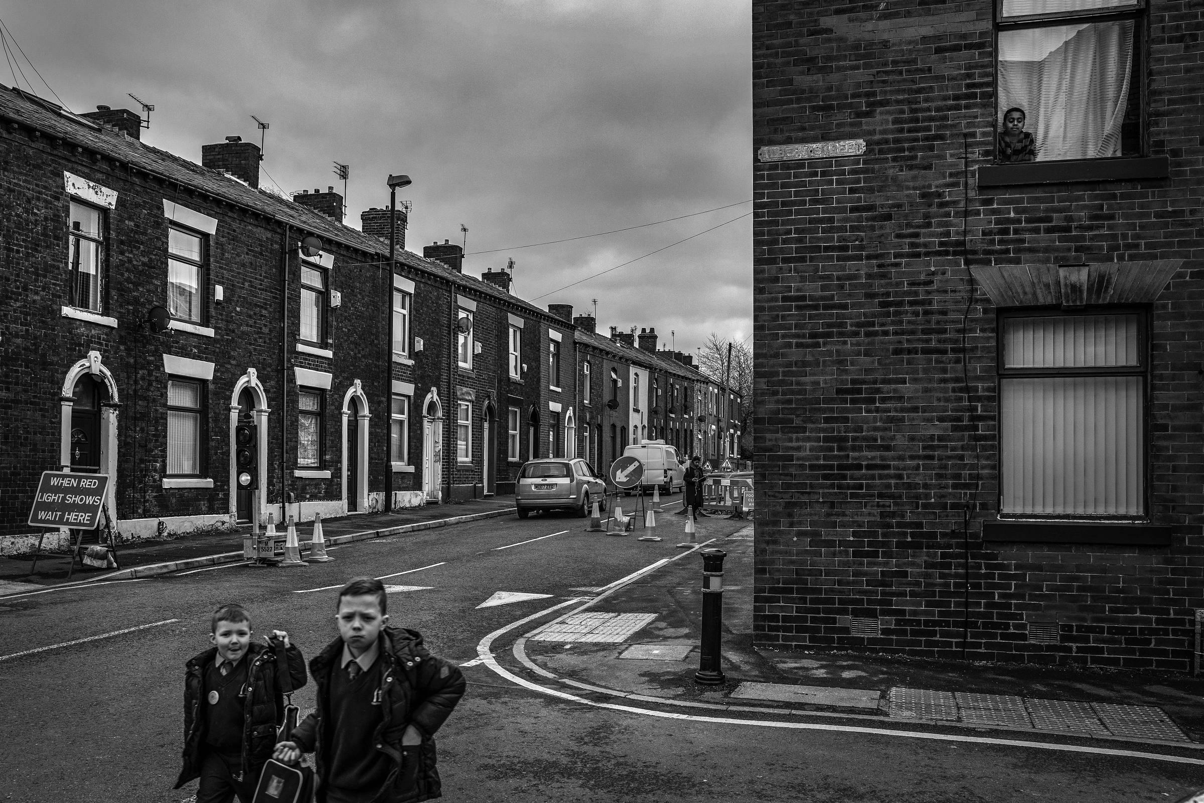 Rua com casas construídas para os antigos operários das indústrias de Oldham, na Inglaterra