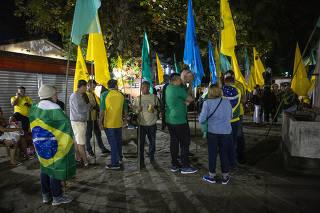 Protesto de apoiadores do ex-juiz Sergio Moro contra a presena do jornalista Glenn Greenwald na Flipei