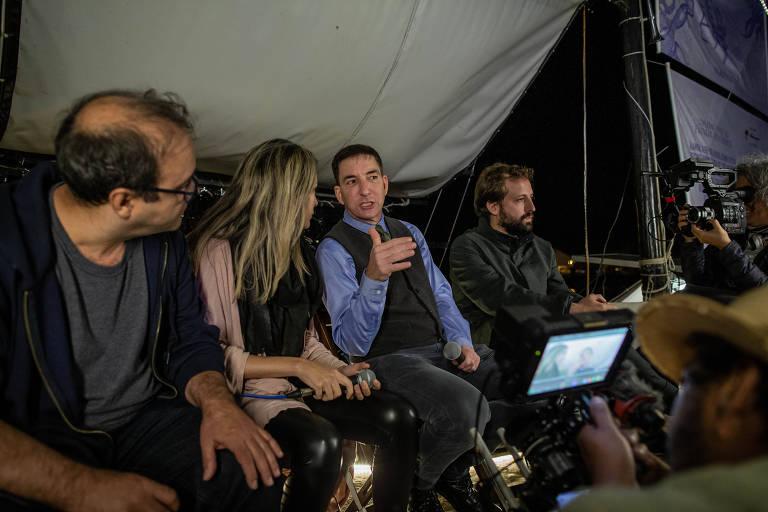 Glenn Greenwald durante o debate no Barco Pirata, da Flipei