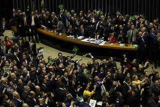 Deputados comemoram a aprovação do texto-base da reforma da Previdência