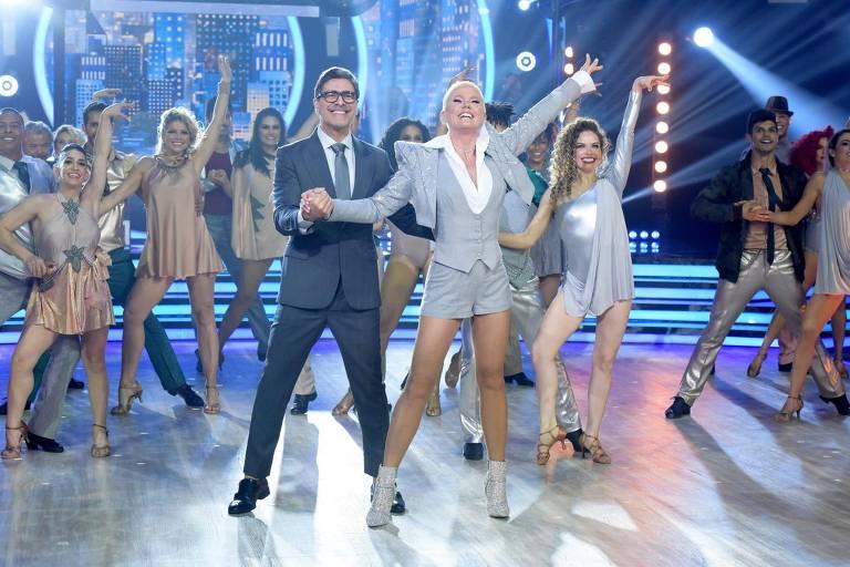 Xuxa ensaia coreografia de Elvis para o Dancing Brasil, na Record TV