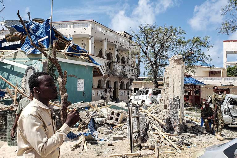 Ataque a hotel na Somália mata 26 pessoas