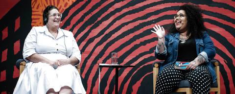 PARATY, RJ, BRASIL, 13-07-2019: Carmen Maria Machado e Jarid Arraes, durante a mesa 17 - Vila Nova da Rainha, como parte da Flip 2019, em Paraty, no estado do Rio de Janeiro. (Foto: Eduardo Anizelli/ Folhapress, ILUSTRADA) ***EXCLUSIVO***
