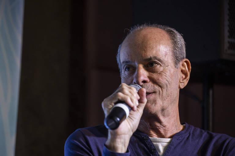 Ney Matogrosso durante debate na Casa Folha