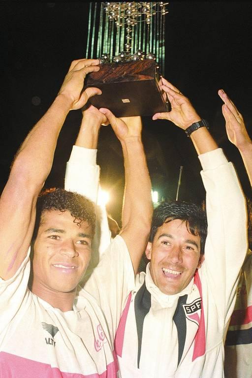 Revelado pelo São Paulo após superar uma série de peneiras malsucedidas, Cafu foi bicampeão da Libertadores e do mundo com o clube do Morumbi. Depois, foi ao Zaragoza, da Espanha, em 1994