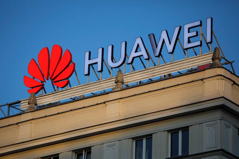 Logo da Huawei, no centro de Varsóvia, capital da Polônia