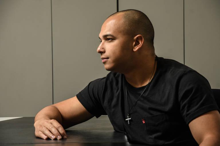 O deputado estadual Douglas Garcia (PSL-SP), um dos fundadores do grupo Direita SP (rebatizado como Movimento Conservador) e organizador do bloco carnavalesco Porão do Dops, de exaltação à ditadura militar