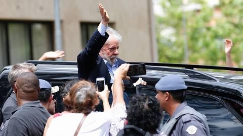 SÃO BERNARDO DO CAMPO, SP, 02.03.2019: VELÓRIO-NETO-LULA - O ex-Presidente Lula deixa, neste sábado(2), o velório do seu neto Arthur A. Lula da Silva, morto nesta sexta-feira(1), vítima de uma meningite. (Foto: Marcelo Chello/Folhapress)