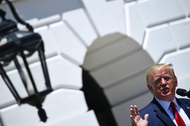 O presidente americano, Donald Trump, discursa durante evento na Casa Branca nesta segunda (15)