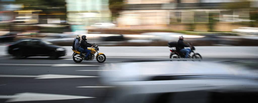 Movimentação de motociclistas na avenida 23 de Maio