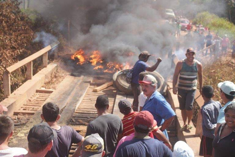 Madeireiros contra o Ibama
