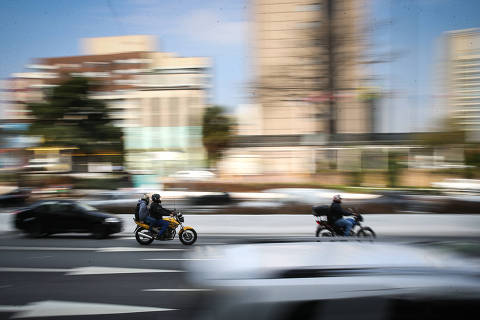 SAO PAULO/ SP, BRASIL, 15-07-2019: Movimentacao de motoqueiros na Av 23 de Maio - App de mototáxi tem funcionado ilegalmente em SP.   (Foto: Zanone Fraissat/Folhapress, COTIDIANO)***EXCLUSIVO****