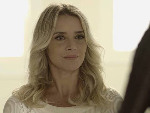 Karina é a personagem de Christine Fernandes