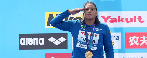 Swimming - 18th FINA World Swimming Championships - Women's 5km Open Water Medal Ceremony - Yeosu EXPO Ocean Park, Yeosu, South Korea - July 17, 2019.  Gold medallist Ana Marcela Cunha of Brazil salutes on podium. REUTERS/Evgenia Novozhenina ORG XMIT: GWA127