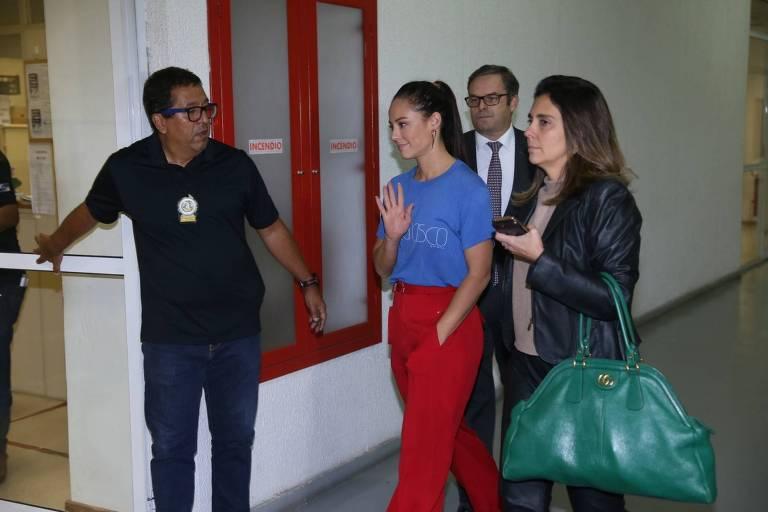 Paolla Oliveira presta depoimento na Delegacia de Crimes de Informática, no Rio