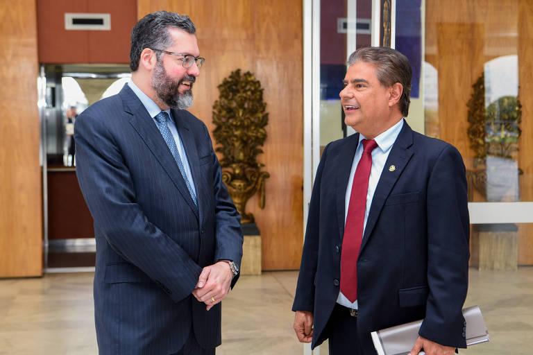 O senador Nelsinho Trad (dir.) com o ministro das Relações Exteriores Ernesto Araújo