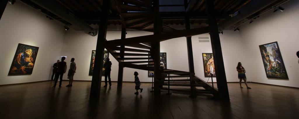 Exposição de Vik Muniz na capela do Solar do Unhão, conjunto que abriga o MAM-BA (Museu de Arte Moderna da Bahia)