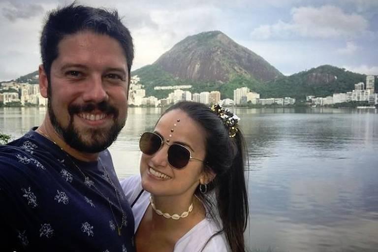 Phelipe Siani posa no Rio com Mari Palma, sua namorada