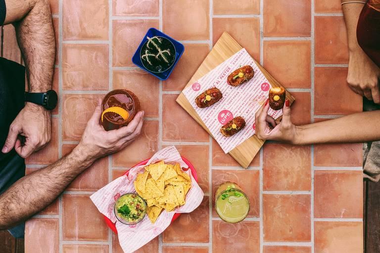 Lupe Bar y Taqueria aposta no casamento entre drinques e tacos