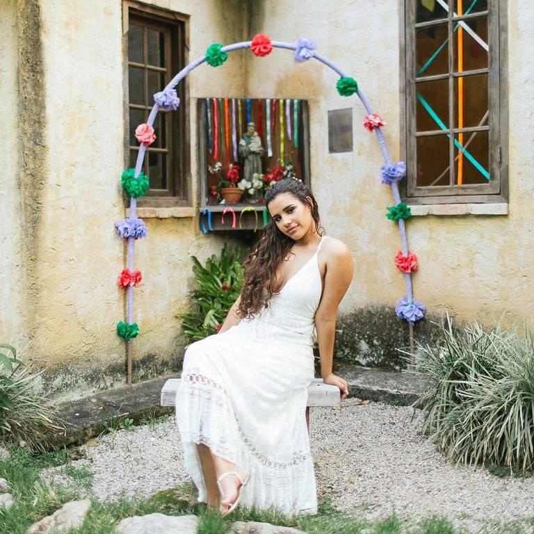 A influenciadora digital Alinne Araújo faz ensaio fotográfico para casamento