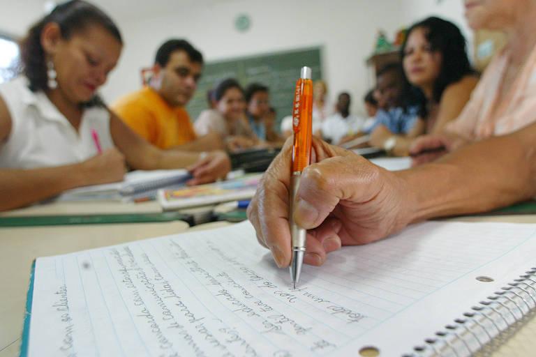 Adultos alfabetizados pelo Cieja  (Centro Integrado de Educa??o de Jovens e Adultos) na zona norte