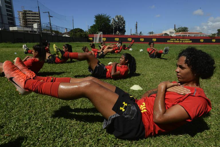 A atacante Sofia Sena treina na Ilha do Retiro