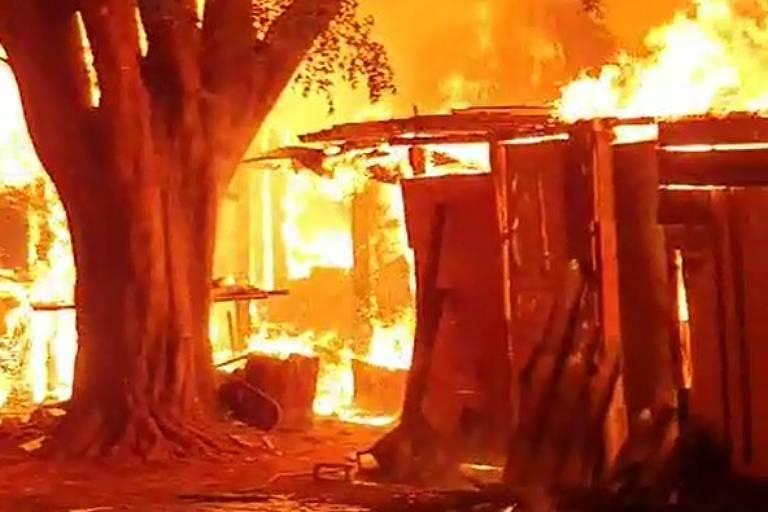 Incêndio atinge favela em Ribeirão Preto, no interior de SP