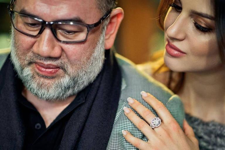 Rei de Malásia que renunciou ao trono por esposa se divorcia após 7 meses