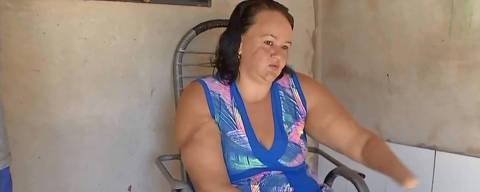 MATO GROSSO , Geisiane Buriola da Silva , teve as mãos decepadas pelo ex-marido em Campo Novo do Parecis, a 397 km de Cuiabá, em abril de 2017, disse que não concorda com a pena dada ao acusado. Gesiane Buriola da Silva, de 32 anos, mora sozinha e ainda não conseguiu próteses.Credito  TVCA / Reprodução
