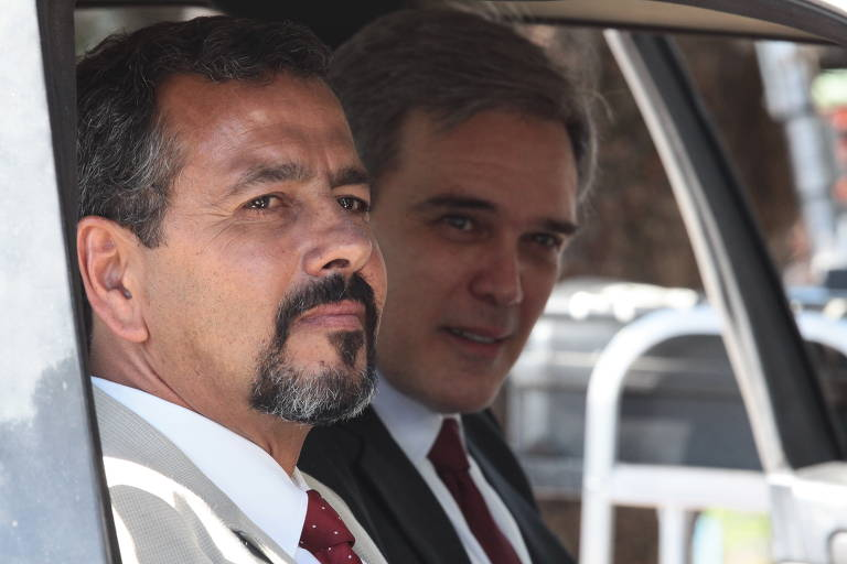 Marcos Palmeira e Dalton Vigh em cena da série A Divisão, do Globoplay