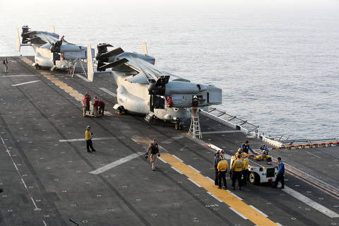 U.S. Marines work on MV-22 Osprey aircrafts after they landed on the deck of the USS Boxer (LHD-4) in the Arabian Sea off Oman July 15, 2019. Picture taken July 15, 2019. REUTERS/Ahmed Jadallah ORG XMIT: HFS-GGGAJS49