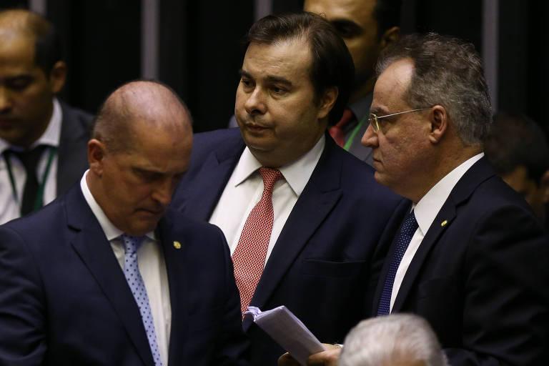O presidente da Câmara dos Deputados Rodrigo Maia (DEM-RJ), ao lado do ministro Onyx Lorenzoni (Casa Civil) e do relator da reforma deputado Samuel Moreira (PSDB-SP