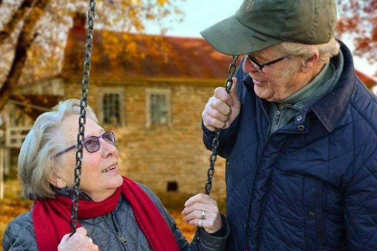 Envelhecer está na moda no aplicativo, mas fobia contra idosos ainda é realidade