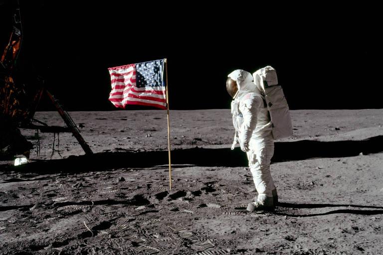 Imagem do homem pisando na Lua em 1969