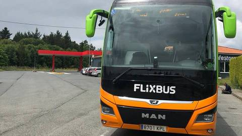 Ônibus faz trajeto entre A Corunha/Coruña (Espanha) e Paris (França)