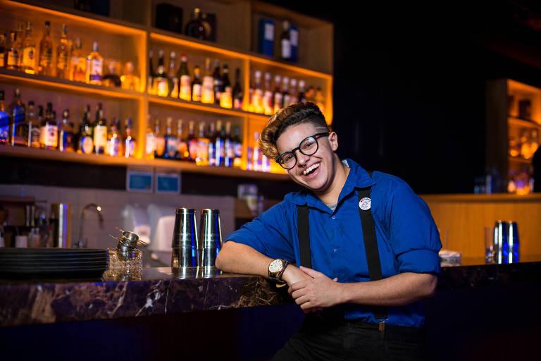 O garçom Fernando Aquino, 25, no Blue Note, filial de um famoso clube de jazz americano no Conjunto Nacional, em São Paulo