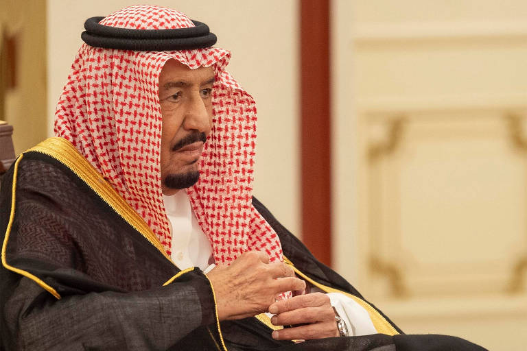 Rei Salman, da Arábia Saudita, participa de cúpula da Organização Islâmica de Cooperação, em Meca, no início do junho