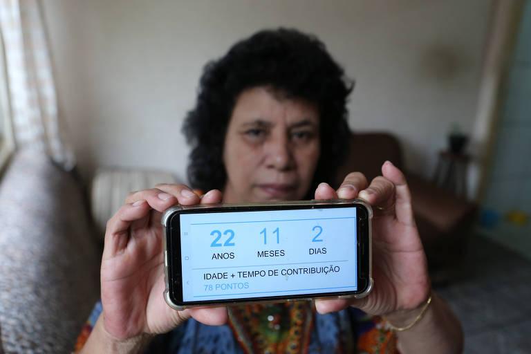 Celia Cristina Domingues decidiu pedir a aposentadoria por problemas na voz que a impediam de dar aula
