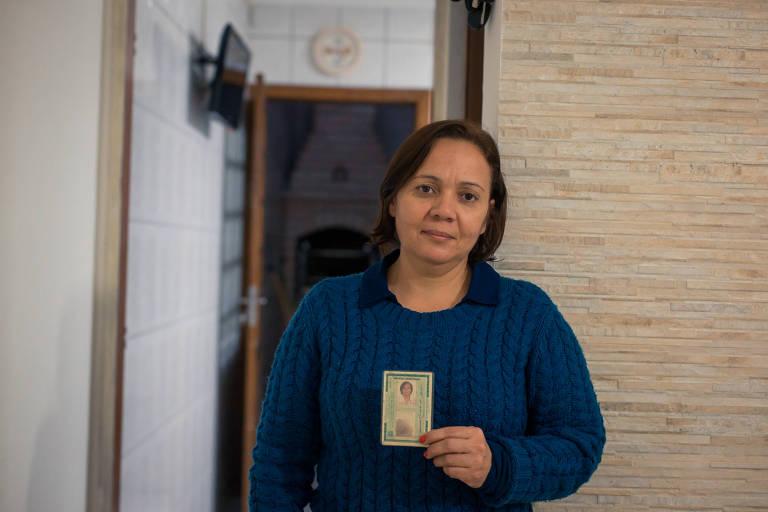 A técnica de enfermagem Aparecida Peixoto da Silva, 50 anos, trabalha com atividades que colocam a saúde em risco desde 1984