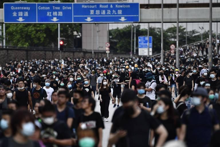 Manifestantes voltam a protestar contra o governo de Hong Kong