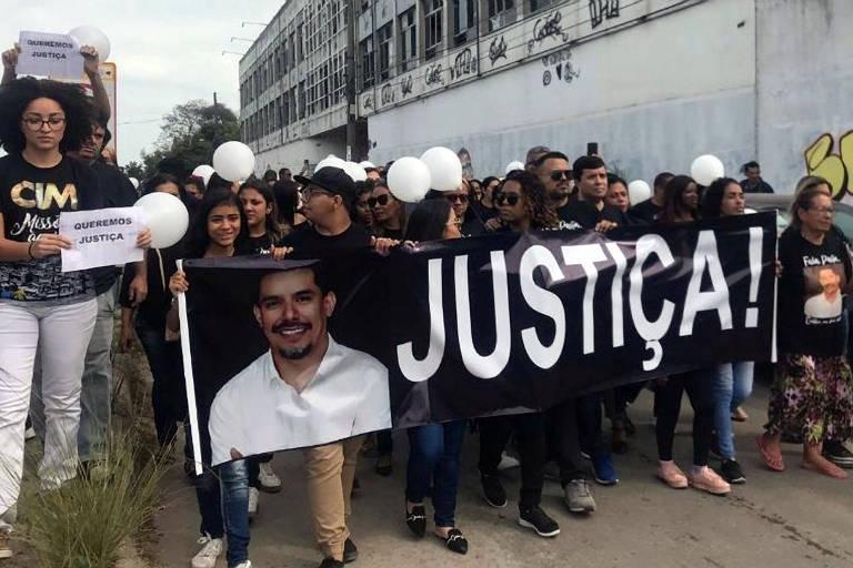 Ato no Rio de Janeiro pede justiça para o caso e questiona o desaparecimento do celular do pastor Anderson do Carmo.